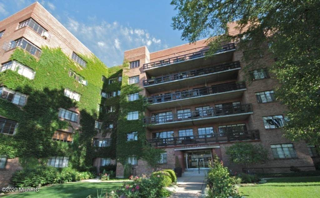 Condominiums en 505 Cherry Grand Rapids, Michigan 49503 Estados Unidos