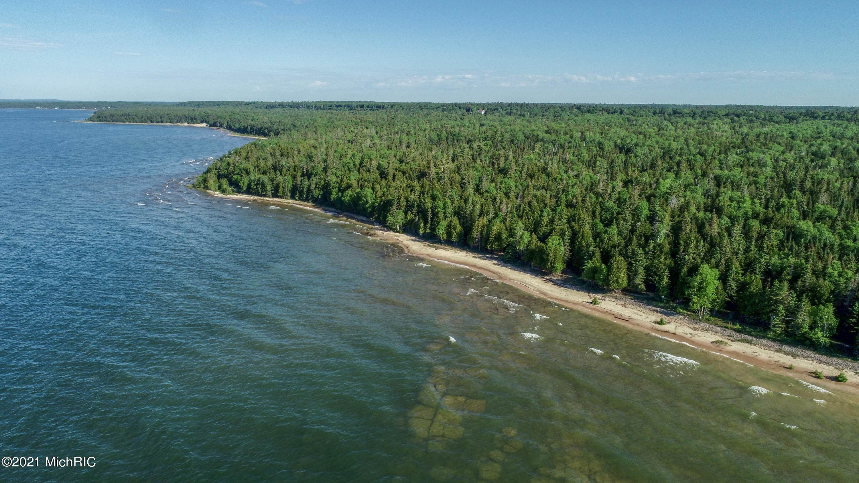 Farm and Ranch Properties por un Venta en 214 Acres Juniper Trail Manistique, Michigan 49854 Estados Unidos