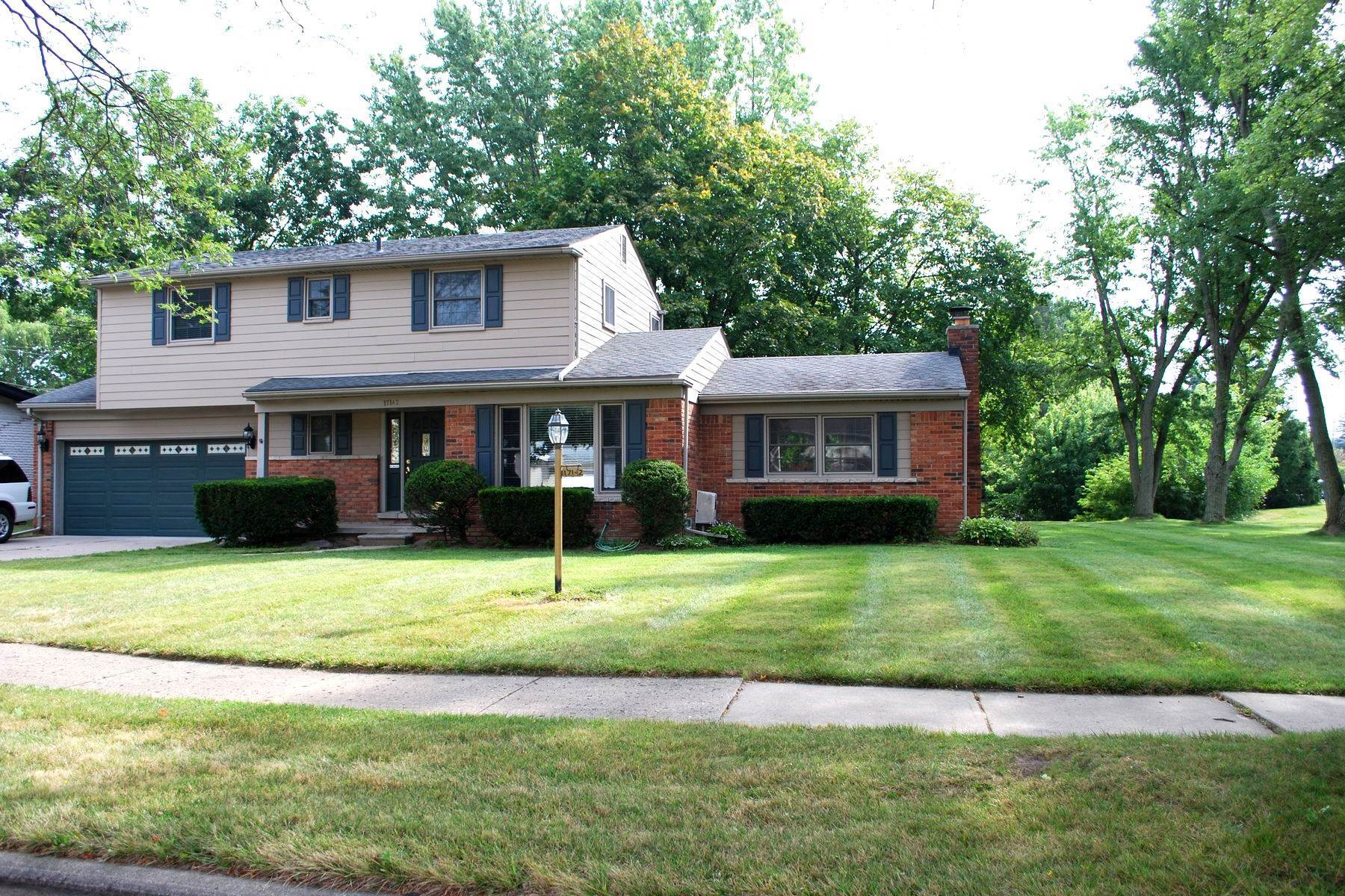 Single Family Homes por un Venta en Livonia 17142 Westbrook Drive Livonia, Michigan 48152 Estados Unidos